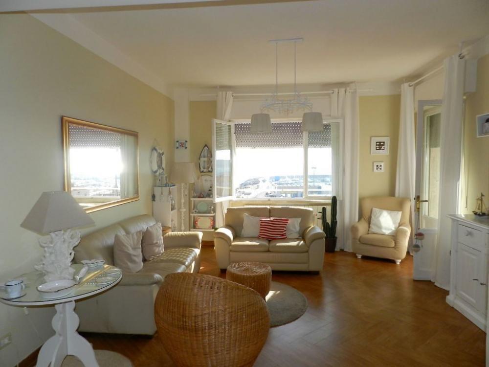Appartamento con eccezionale vista mare !!!